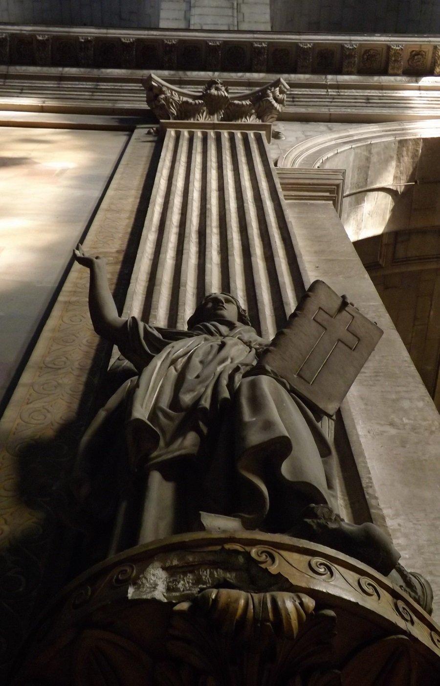sculpture transept st sulpice